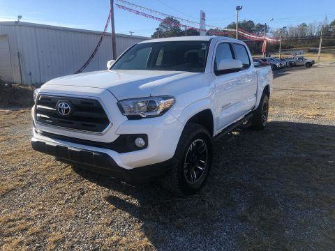 Pre-Owned 2016 Toyota Tacoma SR5