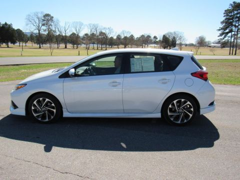 Pre-Owned 2017 Toyota Corolla iM Base FWD Hatchback